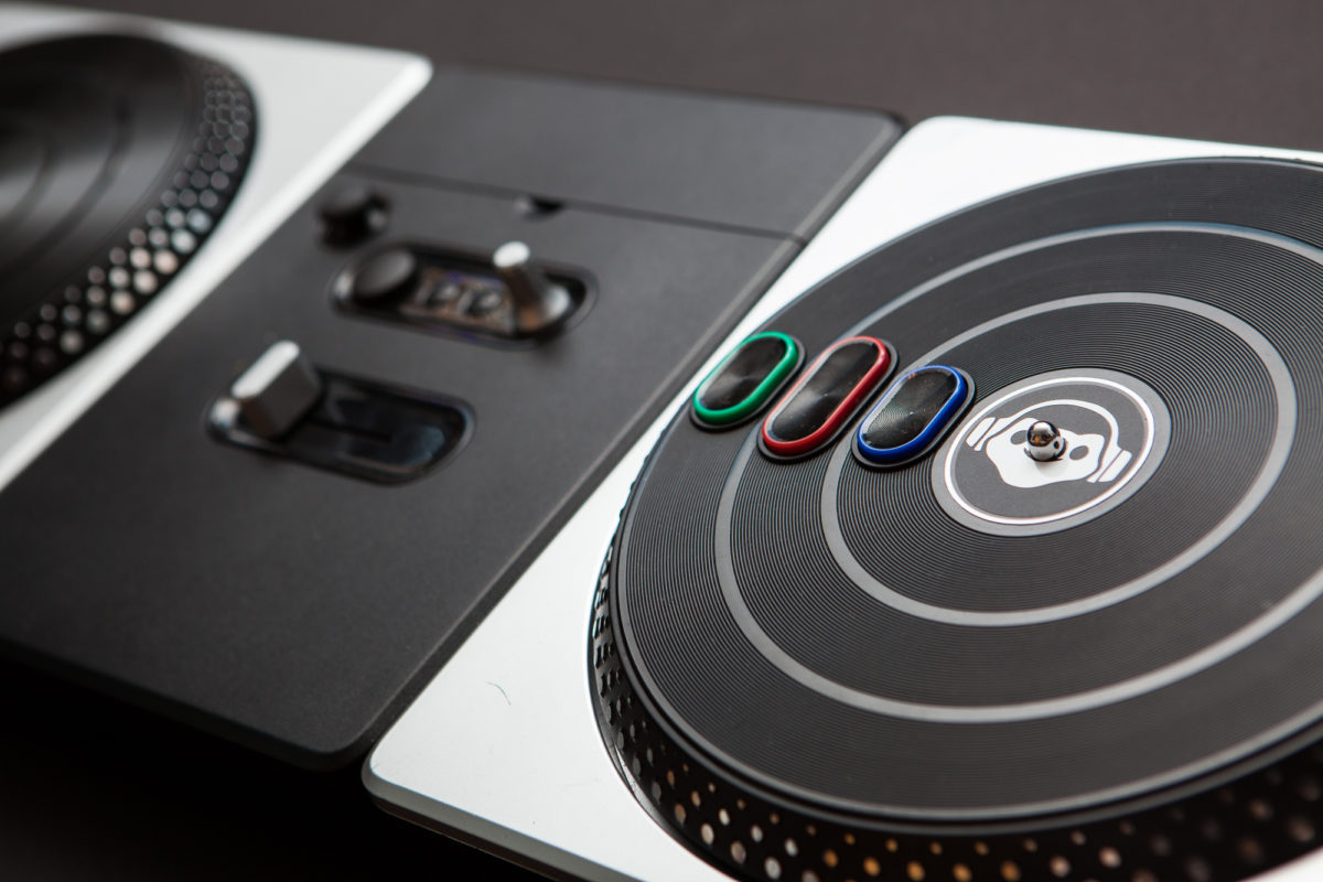 Playing Lucio with a DJ Hero Turntable